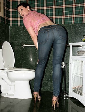 Big Ass Toilet Porn Pictures
